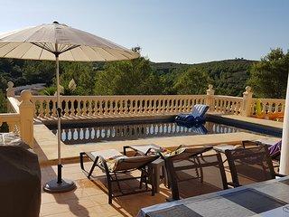 3 Bed 3 Bath Villa Private Pool. Quiet Area. 10 Mins to Beach. Free Wifi. Aircon