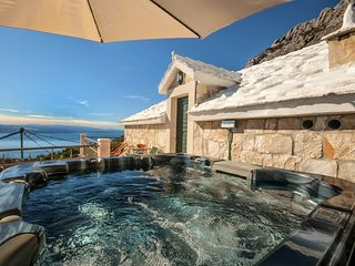 Stone house Tonia with jaccuzzi and amazing seaview