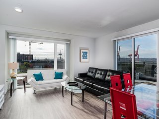 Amazing 1Br Condo on Main in Seattle