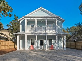 Sunset Bliss 8 bed 7 bath 1.5 blocks from beach Heated Pool