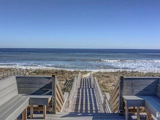 Beach get away!! Beautiful private suite with private beach access!