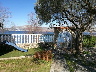 Seafront property! SEASIDE OASIS Beach House for 18 in Okrug Gornji near Trogir
