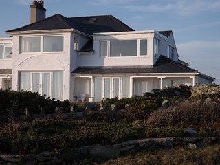 Lovely coastal flat with superb sea views!