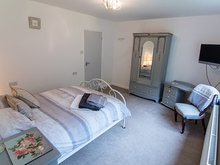 Double Bedroom with garden view, Billingshurst