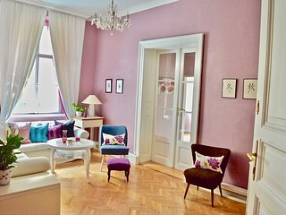 Elegance, Space, La Dolce Vita living in Upmarket Vinohrady Wenceslas 100 meters