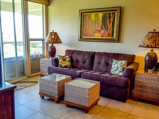 Oceanview condo w/ lanai, shared pool/hot tub & tennis - minutes to the beach!