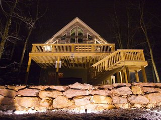 Lake Harmony Lodge-sleeps 22-gorgeous lake view/ Free Linens/Free Propane
