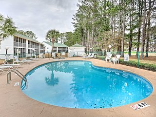 1st-Floor Condo w/Porch-Mins to North Myrtle Beach