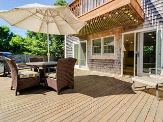 A large deck & yard just steps from downtown, walk to the beach!