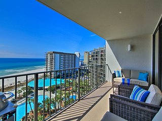 Luxurious Panama City Condo-Balcony & Pool Access