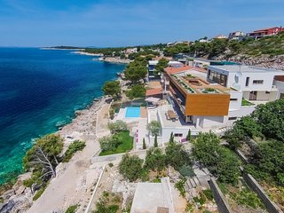Villa Bella Primosten – Luxury sea front villa with pool, Primosten