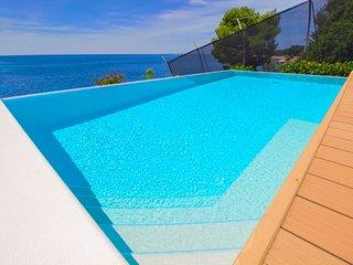 Villa Bella Primosten – Luxury sea front villa with pool, Primosten