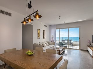 Exclusive Sea View Apartment with Pool