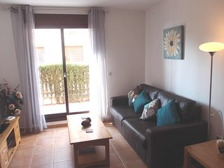 Hilltop apartment with great views of Aguilas bay/castle. Quiet/Secluded. WIFI.