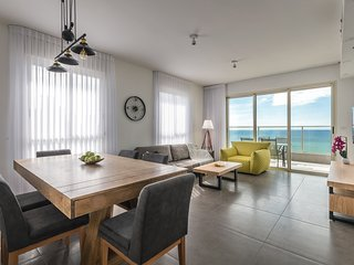 Exclusive Panoramic Sea View Apartment with Pool
