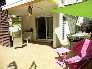 Le Kréolie Apt 3p. climatisées avec jardin pour 6 pers St Pierre Centre Ville