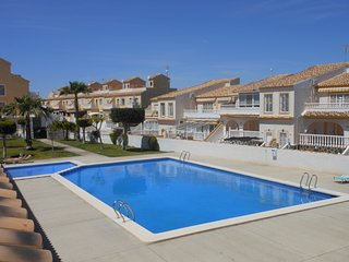 (497) Casa Jaydawn 3 bed apartment air-con Wi-Fi quiet area opposite pool
