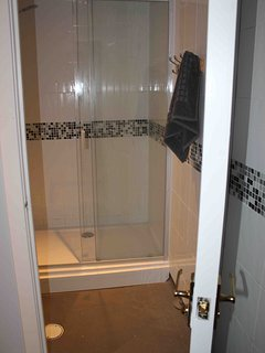 One of 2 shower rooms ensuite to Room 6.  Note that the toilets for this room are over the hallway