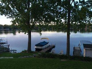 Charming Lakehouse on Lake Shangrila Nr Chicago