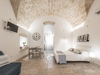 Stone Apartment M8 Bari City Center + WI-FI