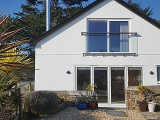 Bude, new in 2018. Wifi, parking, own garden, close to Bude and beaches.