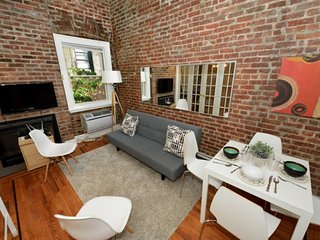 Midtown West 3 Bed with a balcony and roof terrace. Stay near Times Square!