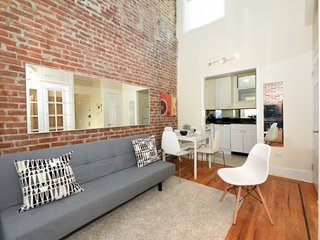 Attractive 3 Bed home with a balcony and private roof terrace in Midtown West