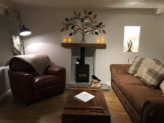 COUNTRY NEST- Newly Refurbished Spacious Cottage with Log Burning Stove