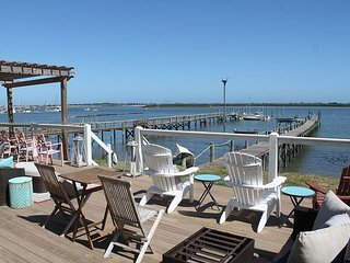 Anchors Aweigh, Luxury 5 Bedroom, Direct Bay Front, Private Dock, Large Deck