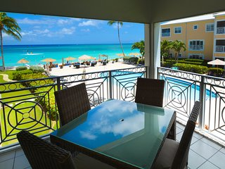 Beautiful Ocean Views! Only steps from the ocean! in the Center of 7 Mile Beach!