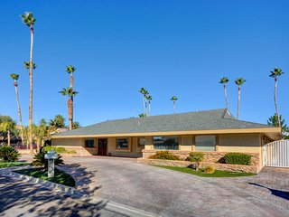 Golf Course Paradise close to The Strip and Fabulous Downtown!