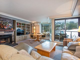 Stunning Open-Concept 2 Bedroom Suite - the BEST Location in Whistler!