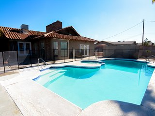Four Aces Ranch-  Perfect location near The Strip and Downtown!