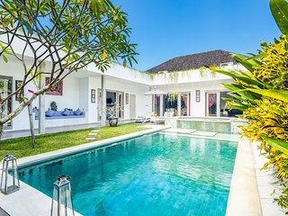 Villa Karol, Beautiful 3 Bedrooms Villa for Rent in Bali