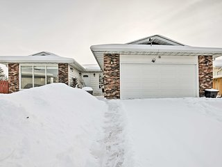 NEW! 3BR Edmonton House- Large Backyard & Fire Pit