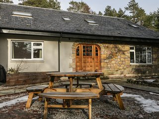 TIGH NA DROCHIT, beautiful secluded location, sauna, all bedrooms en-suite, Ref