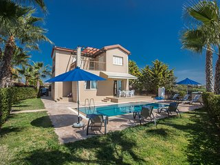 Sunny Coast Villa 5, 3 Bedroom with private pool and sea views