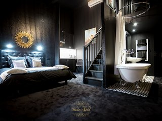 Love Room Chic Bordeaux