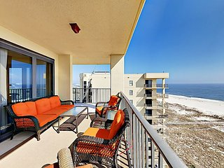 3BR Direct Beachfront Condo w/ Resort Pools & Hot Tubs - Steps to Beach