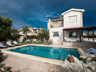 Sunny Coast 6 with sea views, sleeps 7