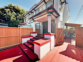 Hollywood Home w/ Patio, Fireplace, Bar – Walk to Famed Attractions