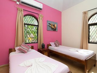 Spacious Villa with Large Garden - 12 minutes walk to Calangute Beach - 2BHK
