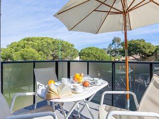 Apartamento reformado situado en Calella de Palafrugell, a 400m de la playa.