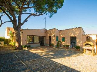 Villa con piscina y jardín privado situada en Esclanya