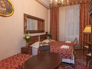 Three Bedroom Antique Style Apartment M14 ( 10 persons)