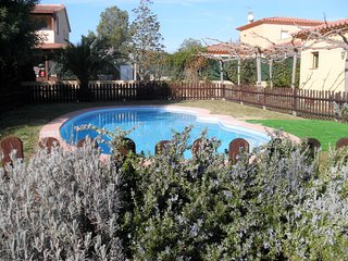 Can Bach, Peralada. Holiday home with private swimming pool. Beaches 15kms