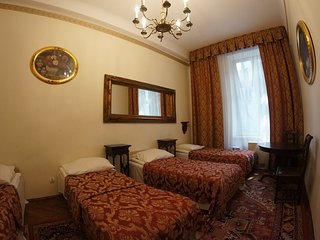 Three Bedroom Antique Style Apartment M19 ( 10 persons)