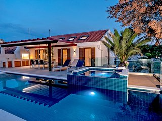 Villa Azure Milna – Luxurious private villa with heated pool, Milna, Brac