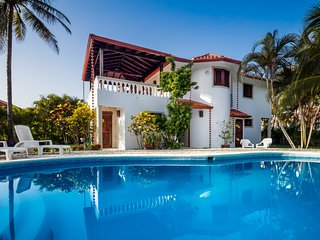 OCEAN&BEACH SIDE 3 bdrms/1 bed villa