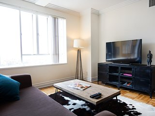 Amazing Location-Fully Furnished 2bed 2bath/Parking/ Pool/Gym next to The Grove